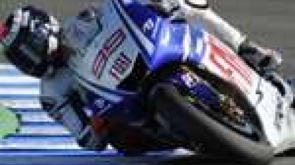 MotoGp, pole per Lorenzo prima fila con Valentino