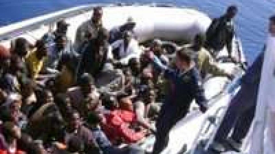 Immigrazione, in 80 su un gommone al largo di Portopalo