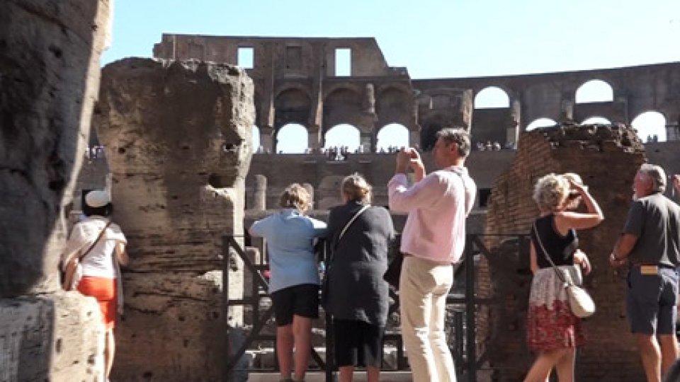 """Turisti a RomaTurismo """"vero oro"""" dell'Italia: 2018 da boom, 'Bel Paese' meta preferita"""