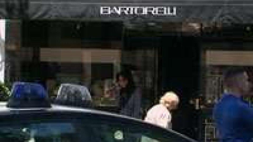 Riccione: rapina violenta alla gioielleria Bartorelli, commesse soccorse dal 118Riccione: rapina violenta alla gioielleria Bartorelli, commesse soccorse dal 118