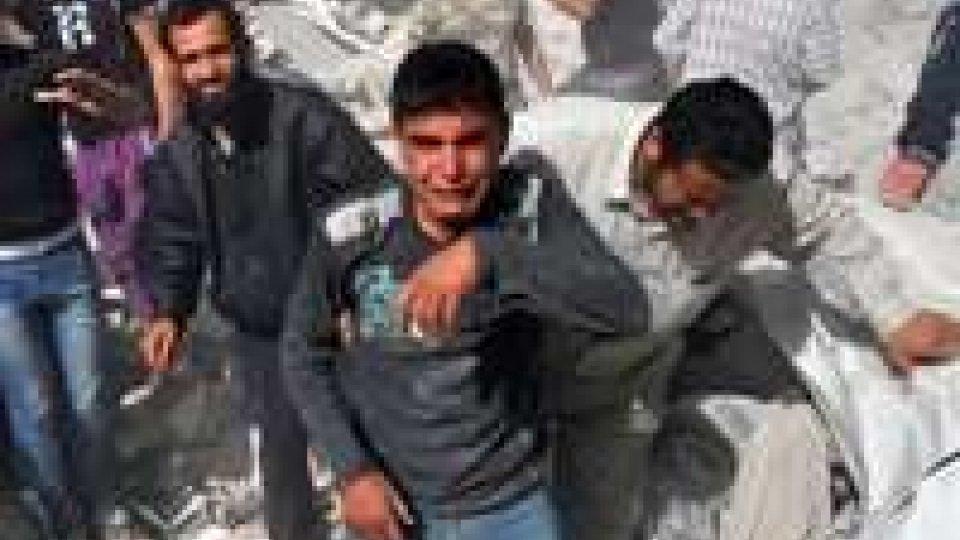 Siria: raid regime su Aleppo, anche 5 bimbi tra uccisi