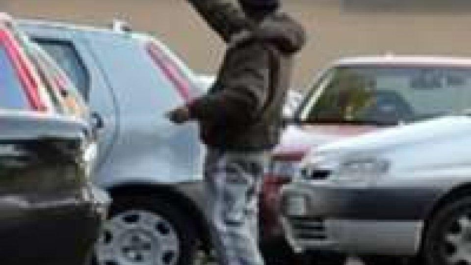 Rimini: 4.590 euro di multa per sei parcheggiatori abusivi