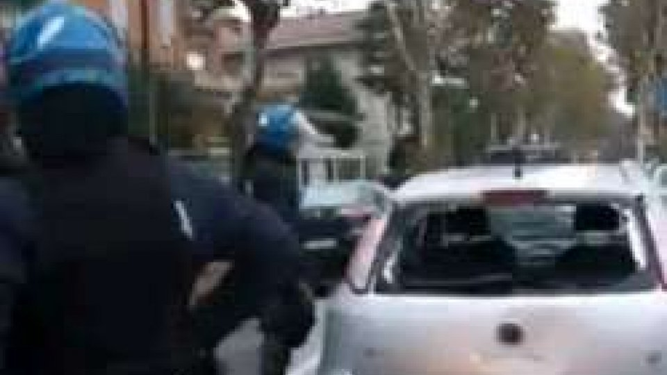 Guerriglia urbana a Rimini, arrestati tre tifosi del TeramoGuerriglia urbana a Rimini, arrestati tre tifosi del Teramo