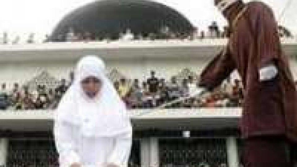 Maldive: sentenza shock, 15enne condannata a 100 frustate
