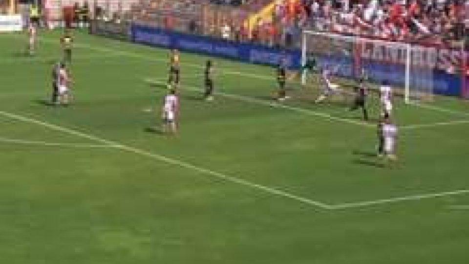 Il Santarcangelo resta in 10 e il Vicenza lo infila 2-1Il Santarcangelo resta in 10 e il Vicenza lo infila 2-1