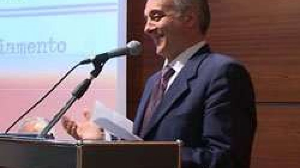 Roberto Raschi nuovo segretario del PSRoberto Raschi nuovo segretario del PS. Dai delegati dure critiche a Celli