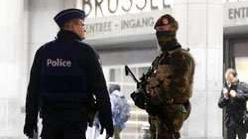 Agenti di polizia (ph AP da ansa.it)Blitz antiterrorismo in Belgio: i 12 arrestati volevano colpire raduni durante la partita con l'Irlanda