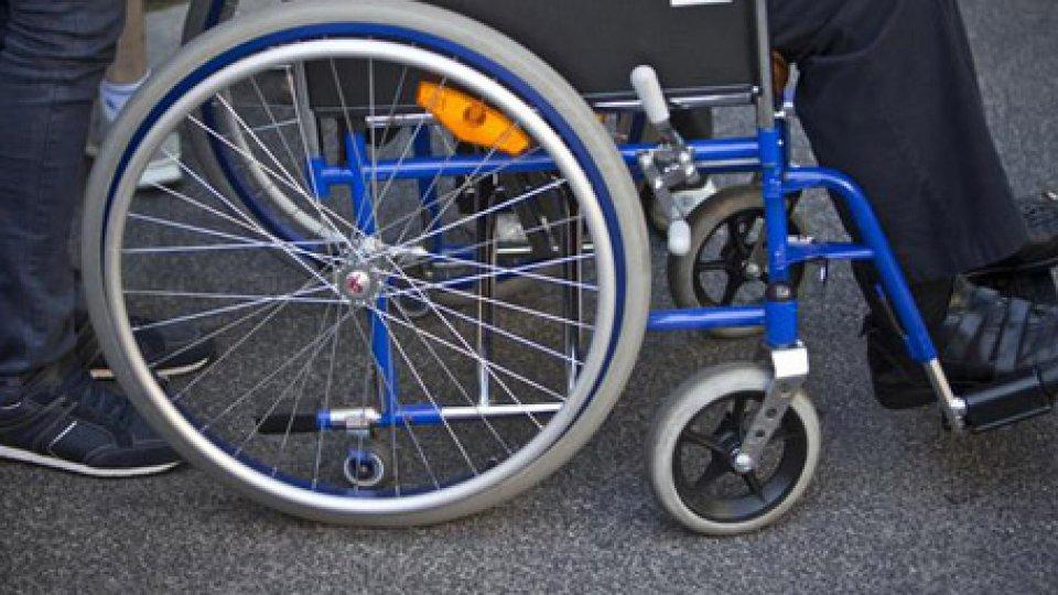 Una carrozzina per disabiliUna riflessione prima del 3 dicembre, per bilanciare impegno ed iniziative