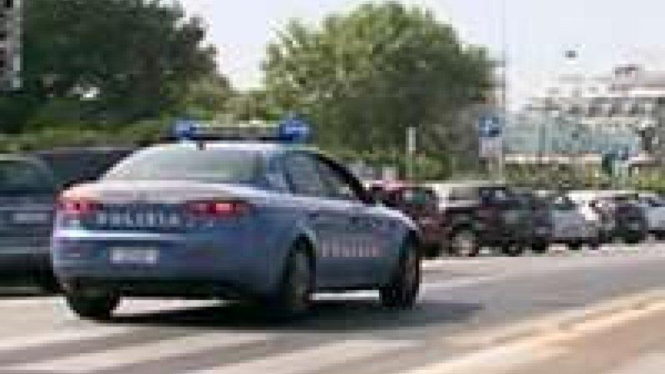 Ruba in borse turisti in spiaggia a Rimini: arrestato 17enne