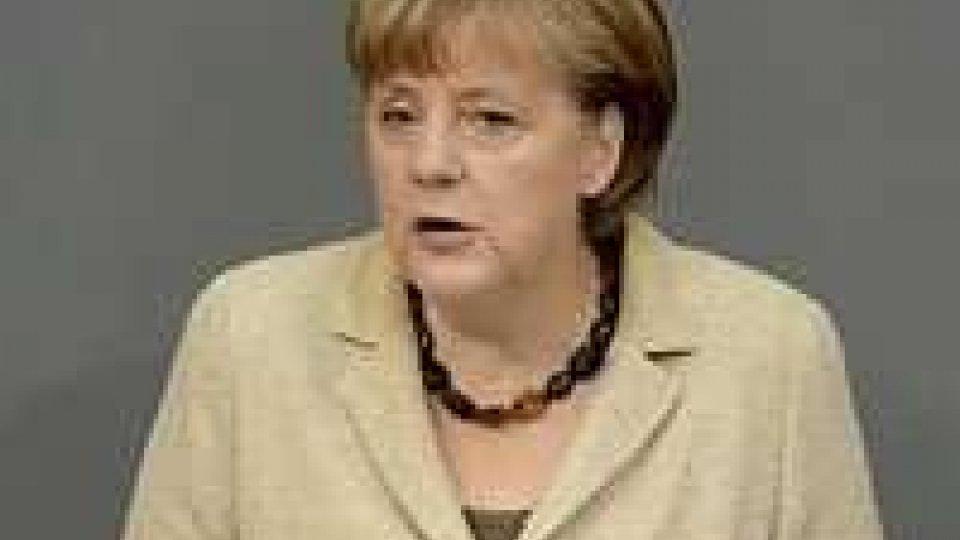 """La Merkel boccia gli Eurobond, """"soluzione non sostenibile"""""""