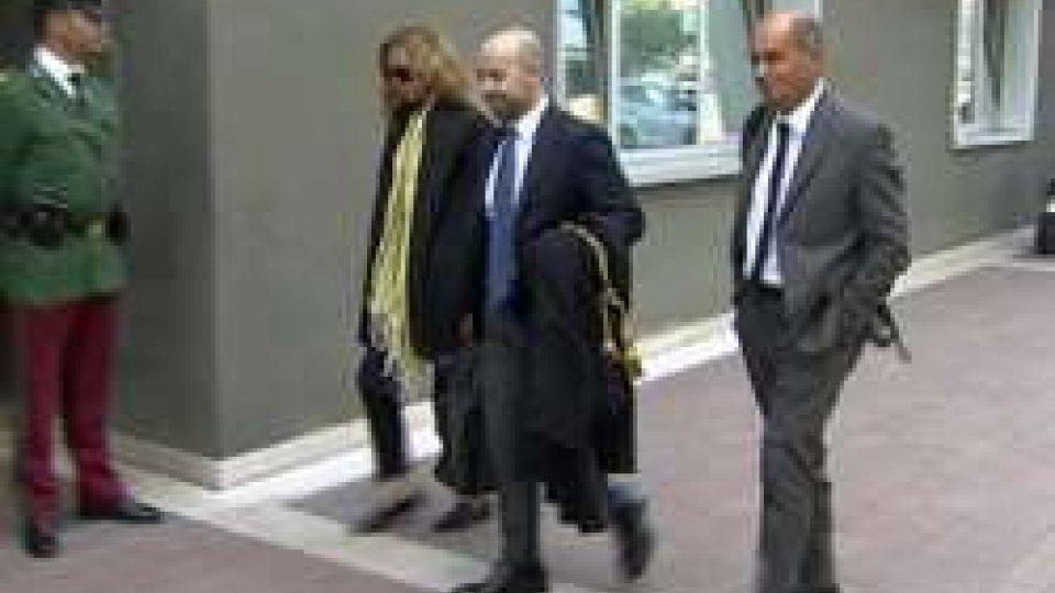 Claudio Podeschi all'arrivo in TribunaleConto Mazzini: Podeschi parla per la prima volta in aula 'in carcere ho tenuto duro solo per la mia famiglia'