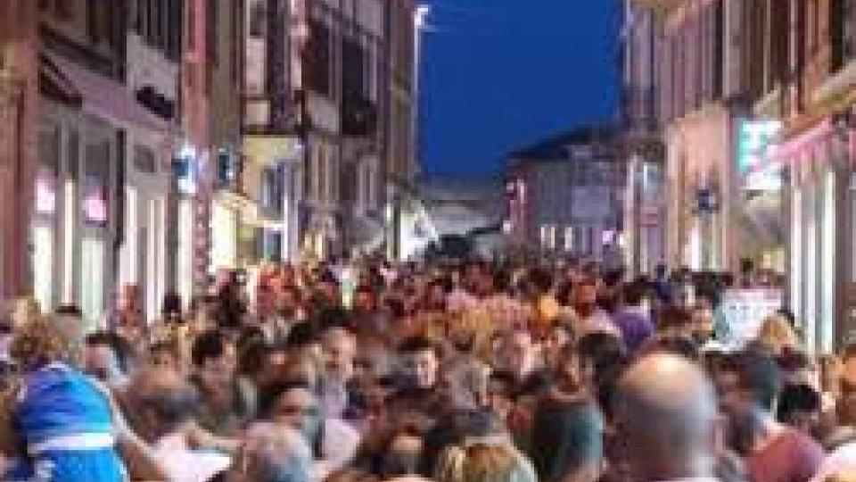 Debutto col botto per la Rimini Shopping Night in migliaia in centro storico per il primo appuntamento