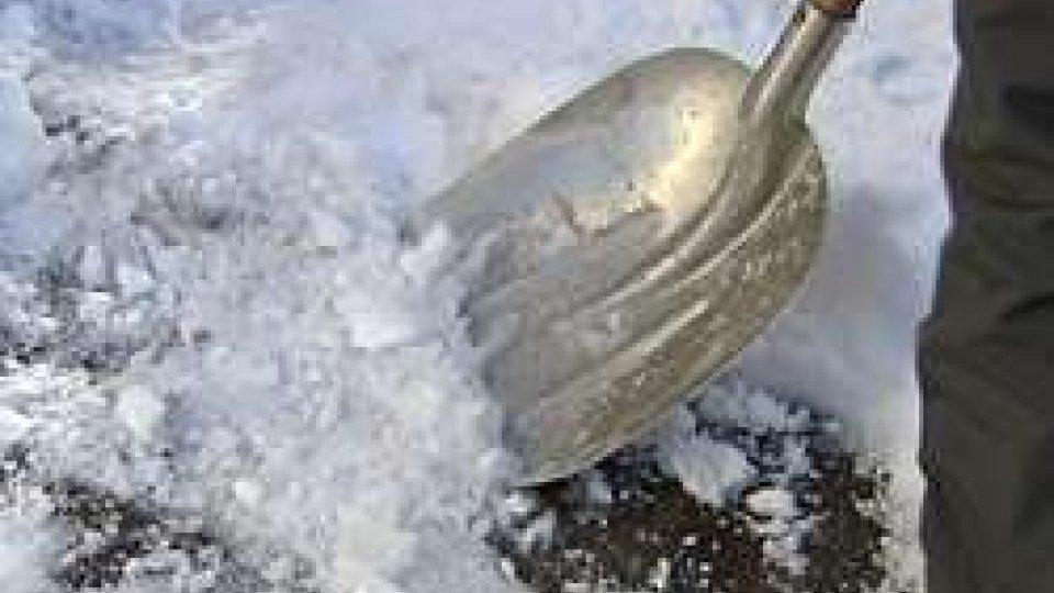 Meteo: previsioni inclementi. Temperature glaciali e neve dalla notte fino a mercoledì