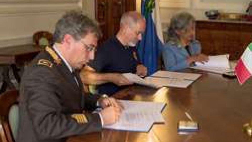 La firma dell'accordoEmergenze: territorio più sicuro, firmato l'accordo tra Protezione civile e vigili del fuoco. Le interviste