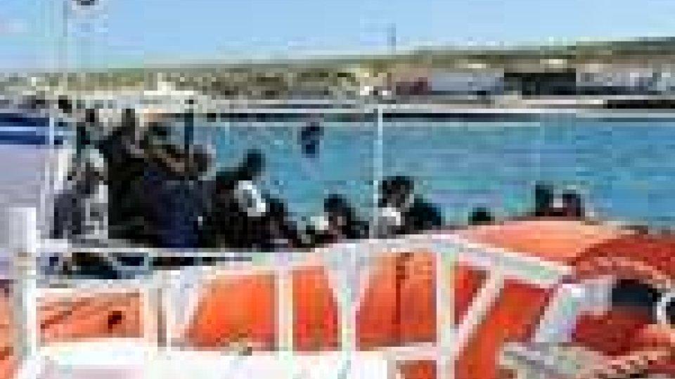 Immigrazione: nuovi sbarchi nella notte