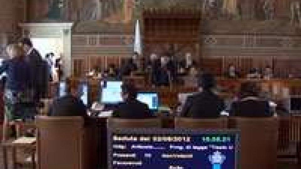 L'Aula approva a larga maggioranza la variazione al bilancio dello Stato per finanziare la campagna elettorale