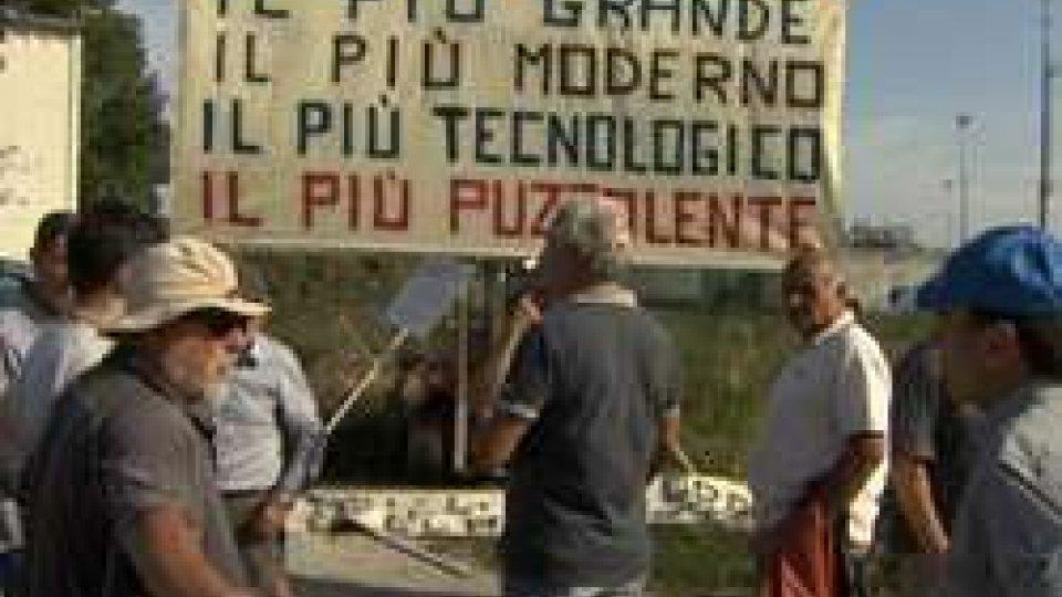 La protesta dei residentiSanta Giustina: decine di residenti protestano contro le esalazioni del depuratore