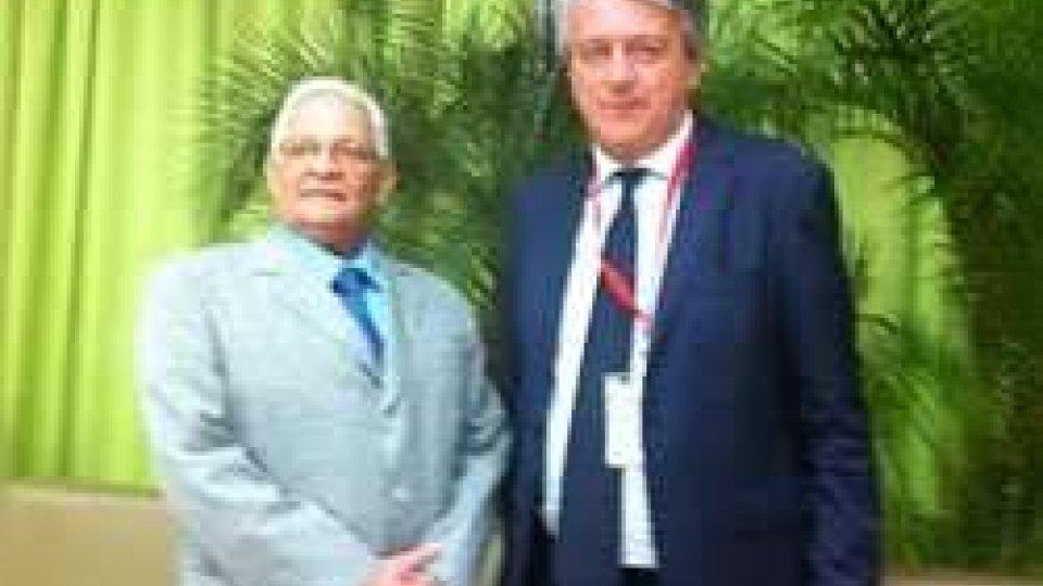 Giuseppe Morganti e il Ministro del governo cubano per la Cultura e l'Istruzione Superiore