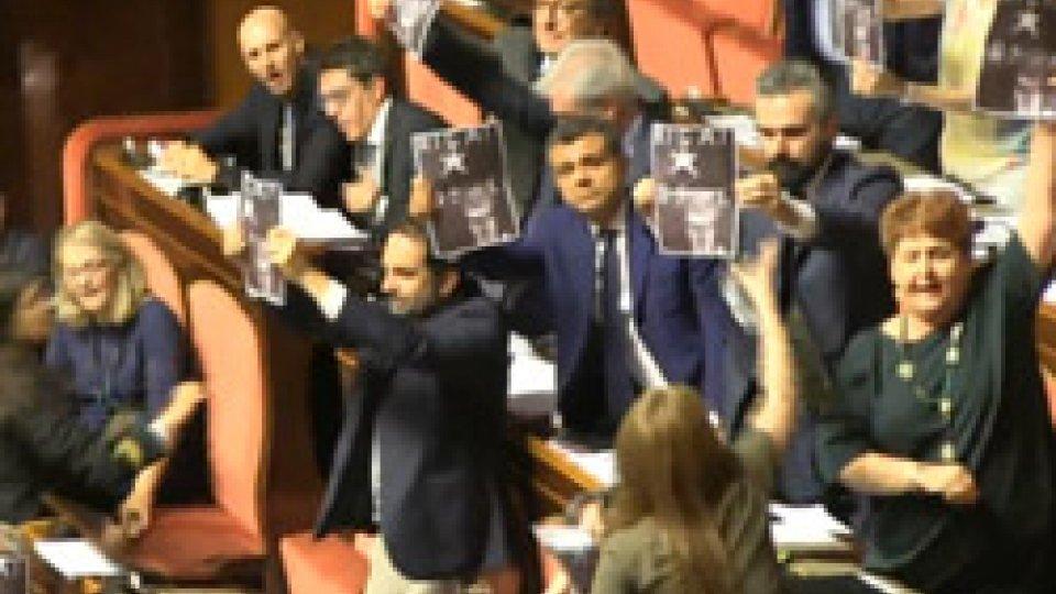 Il PD protesta contro l'ultimo attacco a Roberto BurioniSì al Milleproroghe, ma è sempre scontro sui vaccini. Burioni attaccato dai no vax