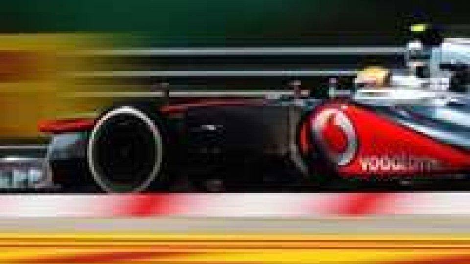 Hamilton domina e vince in Ungheria