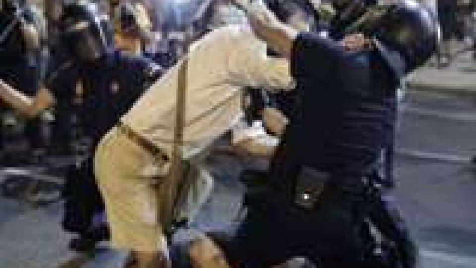Madrid, scontri tra manifestanti anti-Rajoy e agenti.