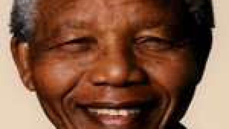 Il Premio Nobel, Mandela in ospedale
