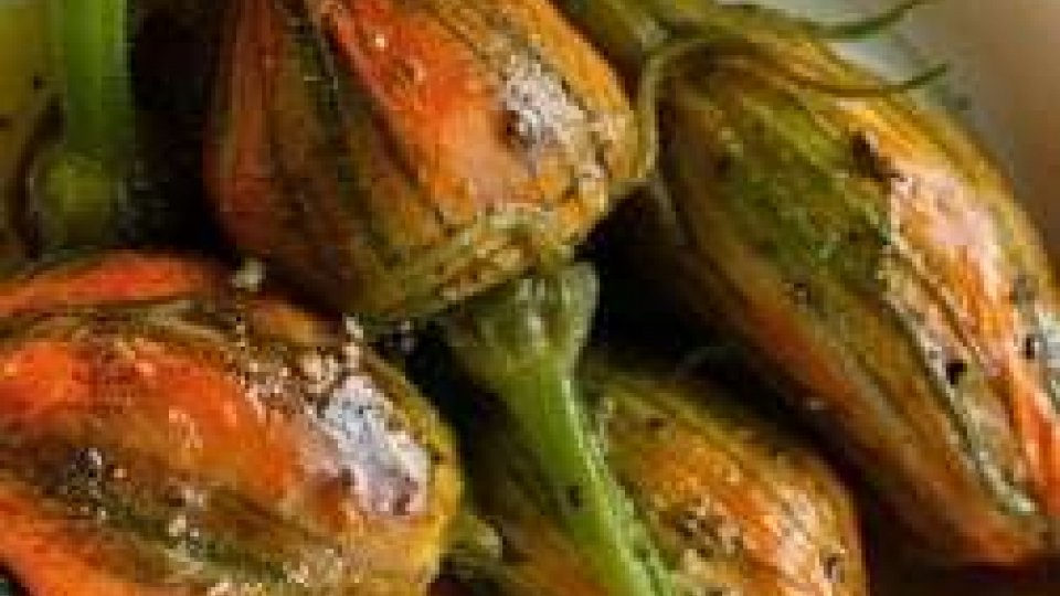 Cucina Veg: FIORI DI ZUCCA RIPIENI CON QUINOA TRICOLORE
