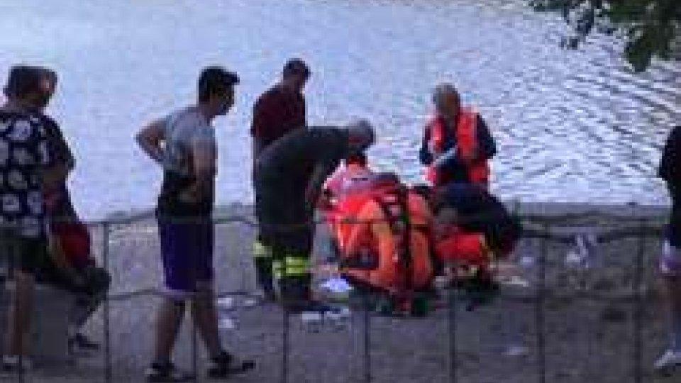 I soccorsi al lago AzzurroSantarcangelo: tuffo in acqua bassa per due ragazze riminesi nel lago Azzurro, ricoverate in ospedale a Cesena [LE IMMAGINI]