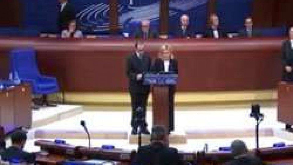La Reggenza a StrasburgoLa Reggenza a Strasburgo ricorda che l'arma della democrazia è il diritto