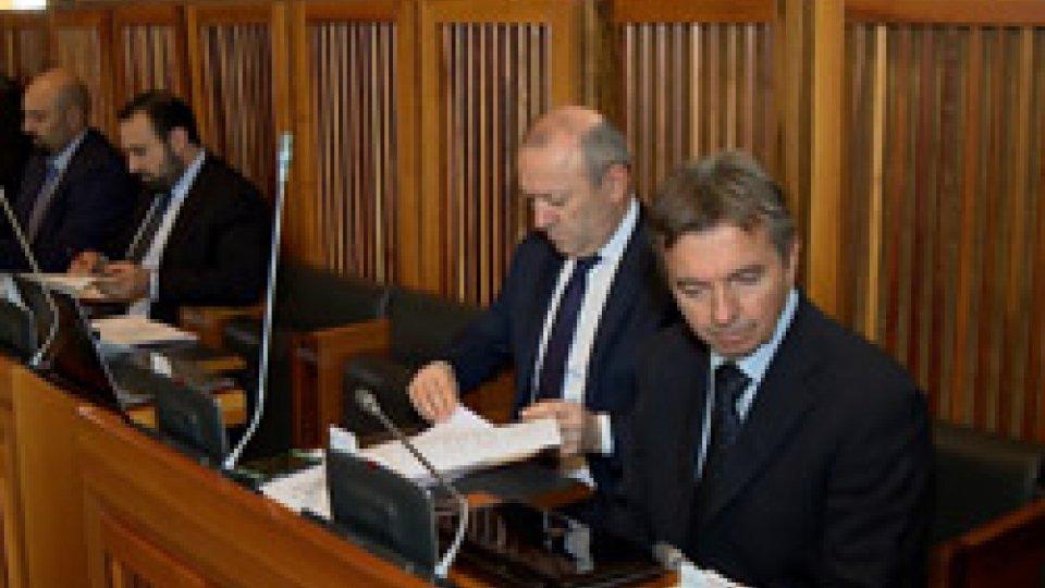 Commissari di maggioranzaCommissione Finanze: approvata cessione Npl ma tutta l'opposizione esce dall'aula