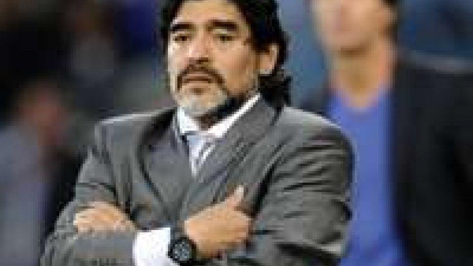 Maradona: arriva in Italia e riceve notifica EquitaliaMaradona: torna dopo 8 mesi in Italia