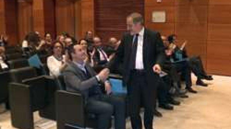 Giancarlo Venturini, nuovo Segretario del PDCS, stringe la mano a Teodoro LonferniniCongresso Pdcs: intervista a Giancarlo Venturini, il nuovo Segretario