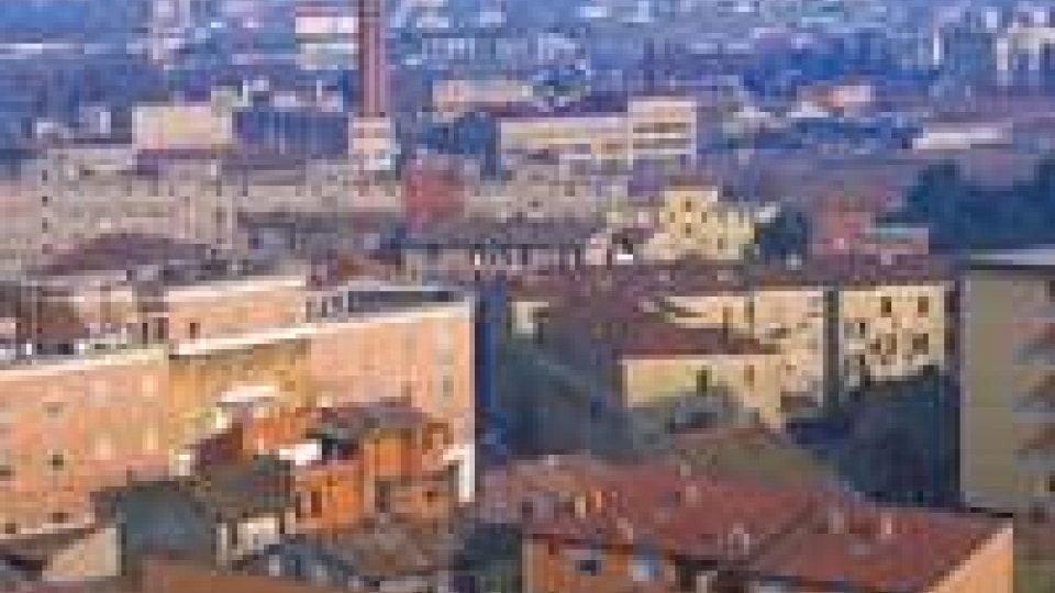 Forlì: amante si cala da finestra con lenzuolo ma cade, gamba rotta