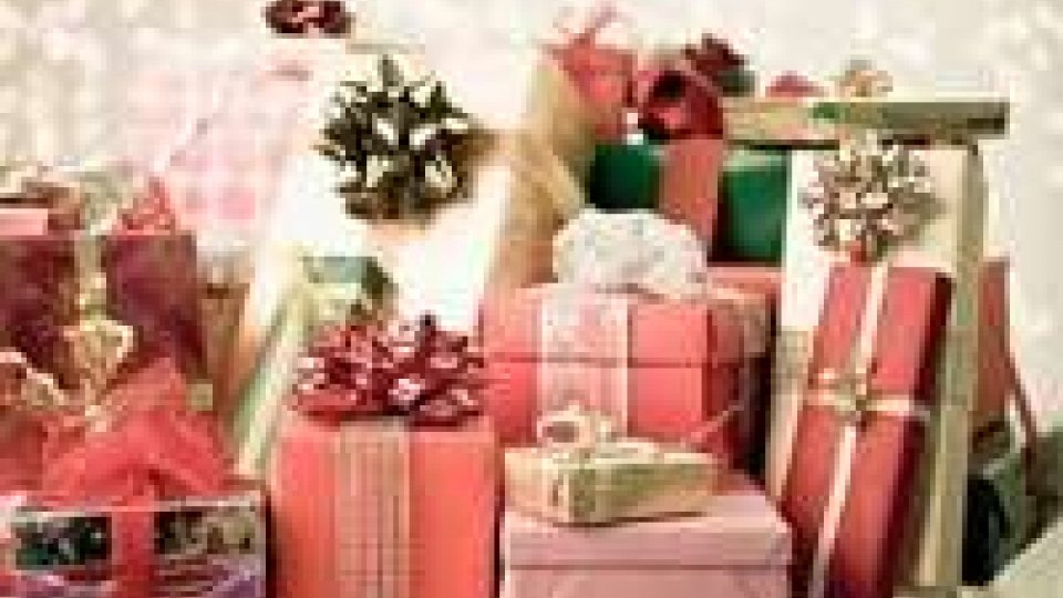 Natale: gli italiani spenderanno 11,2% in meno