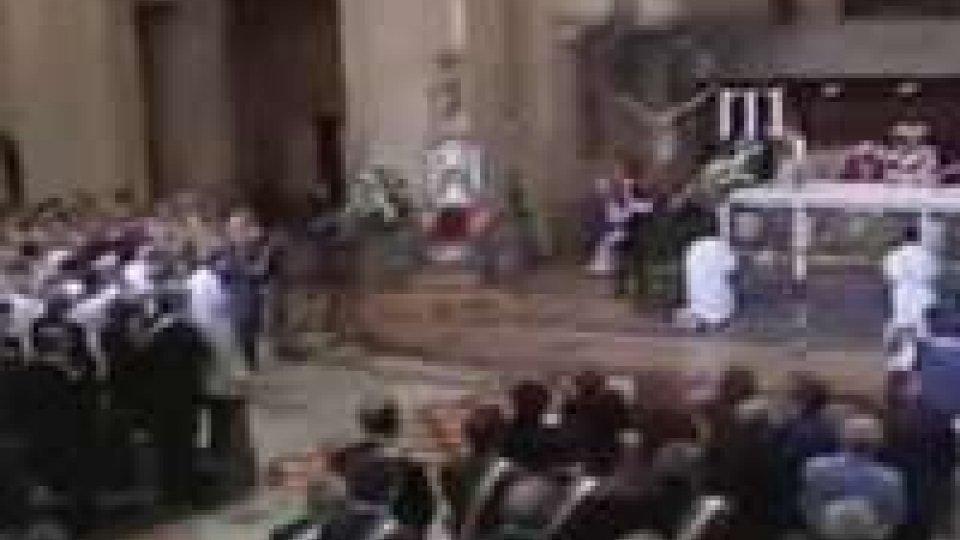 Duomo Ravenna gremito per addio al cardinale ToniniDuomo Ravenna gremito per addio al cardinale Tonini
