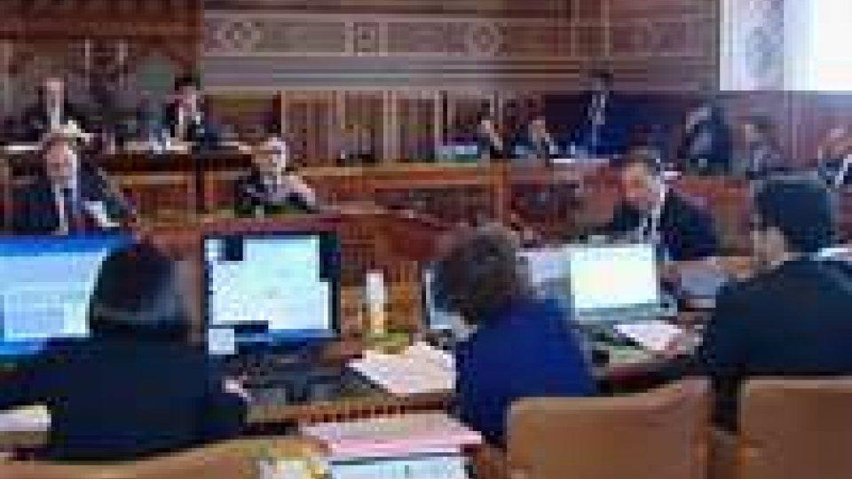 Consiglio: è rissa sull'indennità di malattiaConsiglio: è rissa sull'indennità di malattia