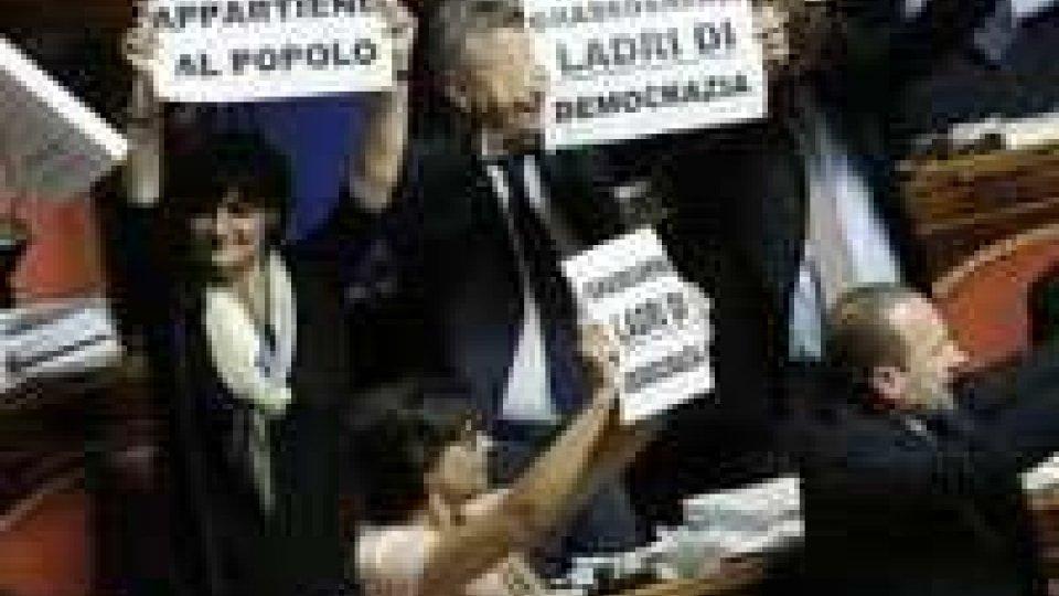 Riforme Renzi: governo ko; bagarre in aula, senatrice in ospedale