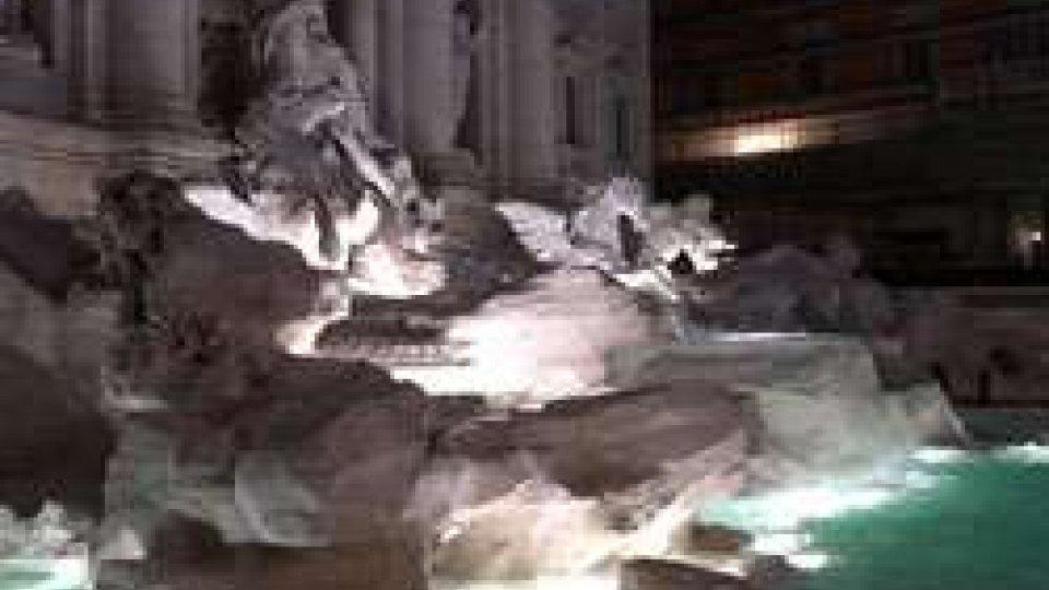 A Roma inaugurata la nuova Fontana di Trevi dopo 17 mesi di restauriA Roma inaugurata la nuova Fontana di Trevi dopo 17 mesi di restauri