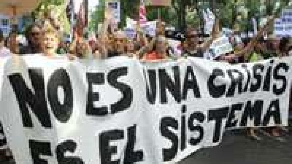 Spagna: polizia contro gli indignados