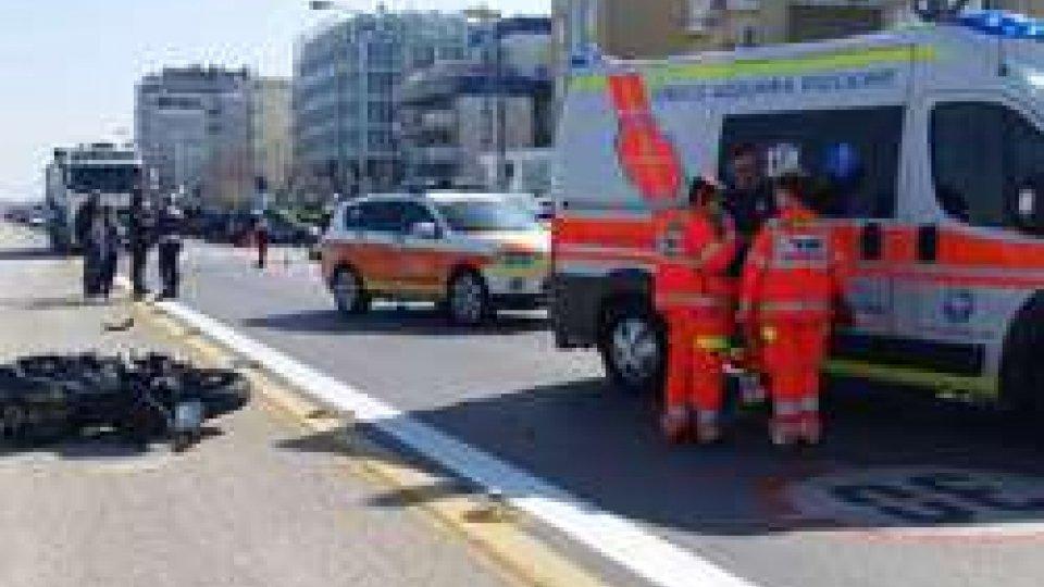 L'incidenteRimini: grave incidente sul lungomare, coinvolta moto con targa sammarinese [LE IMMAGINI]
