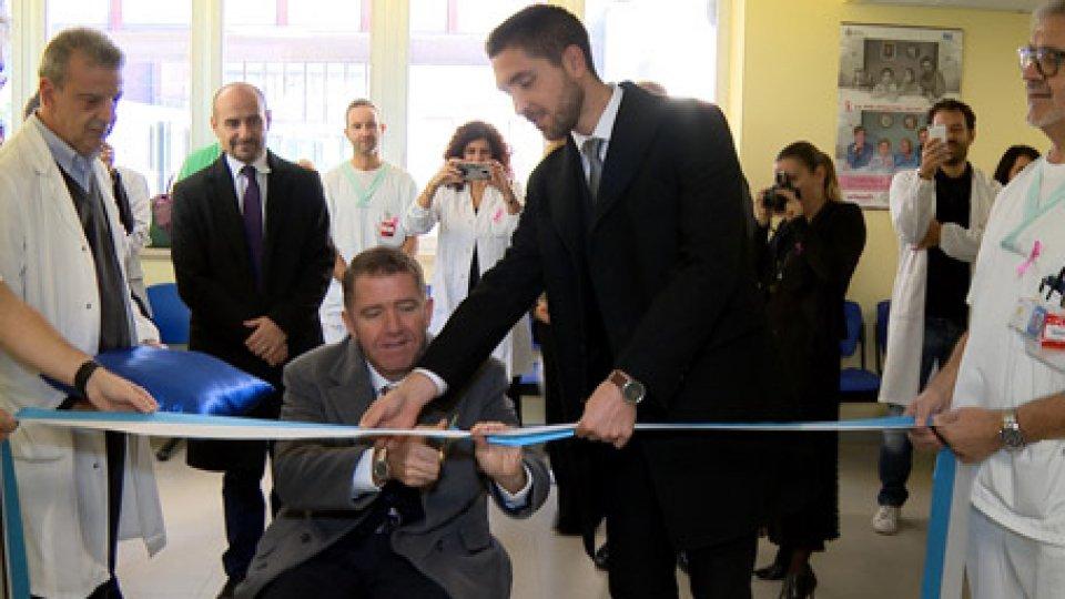 Il taglio del nastroInaugurati i nuovi locali per la diagnostica senologica all'ospedale di stato