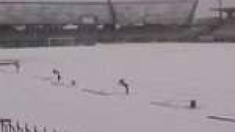La neve ferma la Coppa Titano