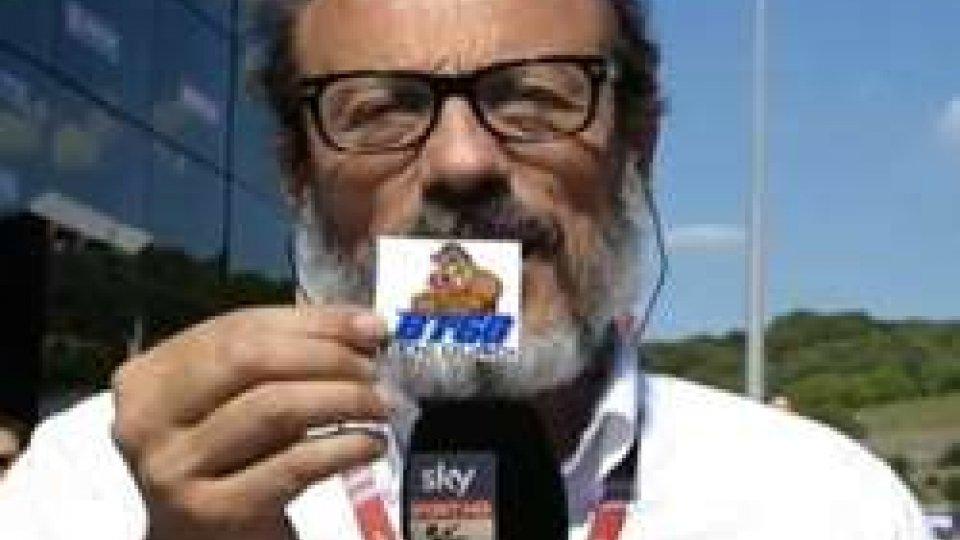 """Guido Meda""""BT60 Tieni duro!"""", Guido Meda mostra l'adesivo per Bryan Toccaceli"""
