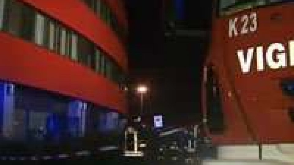 Rimini. Incendio Ausl: le telecamere esterne erano spente. Trovata l'auto