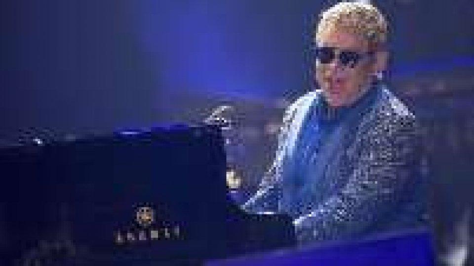 Elton John, due date in Italia in estate