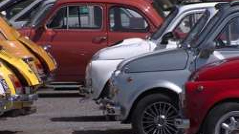 """Fiat 500: a San Marino il raduno degli appassionatiFiat 500: a San Marino il raduno degli appassionati del mitico """"Cinquino"""""""