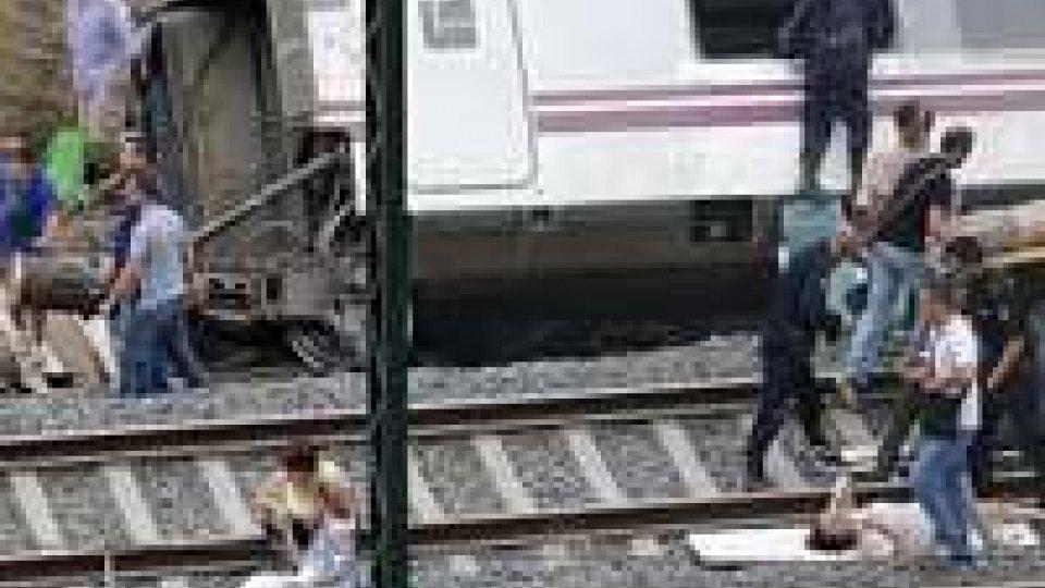 Spagna, strage sul treno dei pellegrini: 80 morti e centinaia di feritiSpagna, strage sul treno dei pellegrini: il video del deragliamento