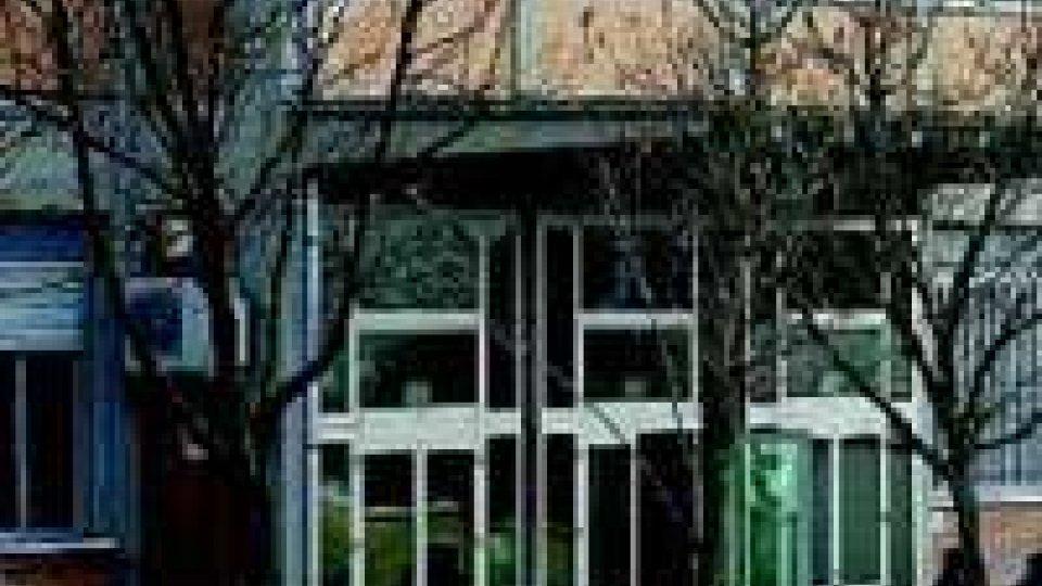 Riccione, vandali in azione nella notte: danneggiato l'istituto alberghiero Savioli