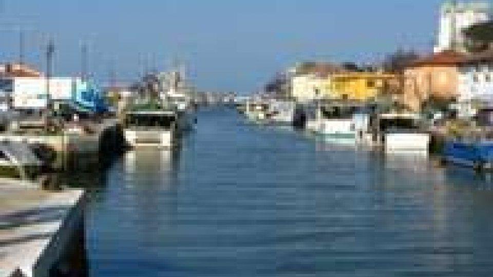 Auto in porto canale Cesenatico: suicidio
