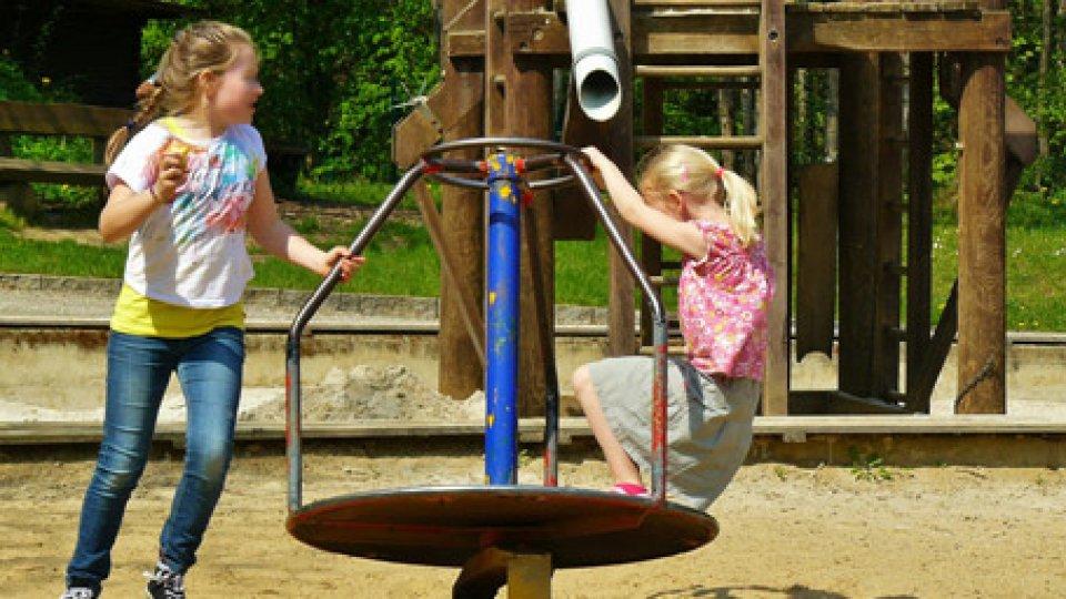 Bambini che giocano. Foto repertorio